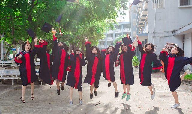 Absolwenci uczelni wyższych