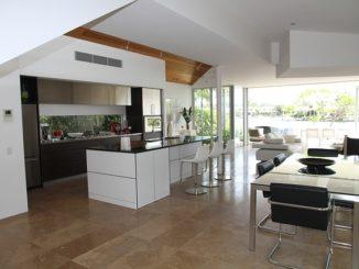 Czy warto powierzyć sprzedaż mieszkania agencji nieruchomości?