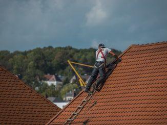 Ile kosztuje wykonanie dachu? Koszty prac dekarskich