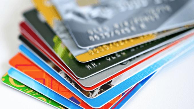 Jak działa karta kredytowa i czy warto ją mieć?