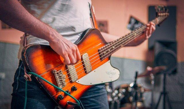 Jak wybrać dobrego nauczyciela gry na gitarze?